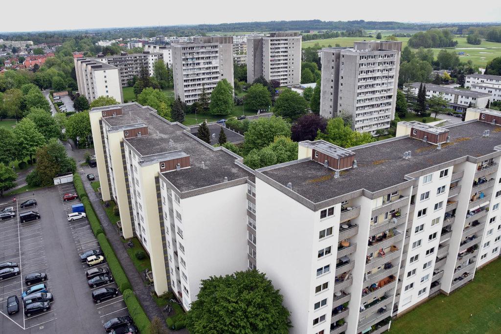 FFGR59785 17.5.2016 Puchheim Planie Wohnhäuser und Wohnblöcke in der Planie Foto: Günther Reger